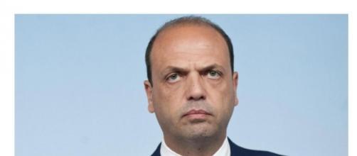 In alto il Ministro degli Ester italiano Angelino Alfano, in basso quello egiziano, Sameh Shoukry