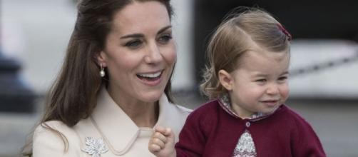 Kate Middleton con la figlioletta Charlotte, due anni