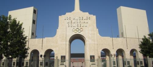 LA Memorial Coliseum - Wikimedia Commons
