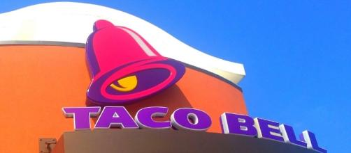 Taco Bell robbery thwarted by armed employees / Photo via Mike Mozart, Flickr