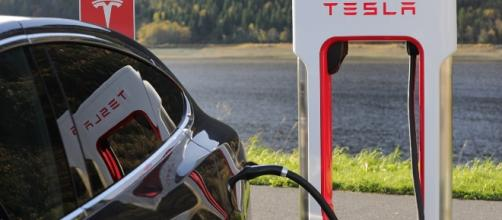 Tesla automatically increased the battery's capability for users in Florida. Image Source: Pixabay