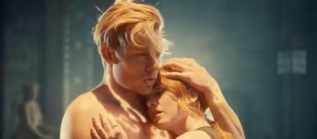 "Jace and Clary in a scene from the ""Shadowhunters"" Season 2. (Photo:YouTube/Dyslexautistica)"