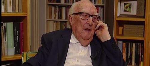 Andrea Camilleri parla del suo passato da giovane fascista e di come diventò comunista