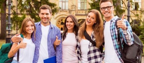 Estudantes brasileiros buscam custo de vida mais baratos e oportunidades de emprego na ilha europeia