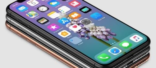 iPhone X: The new Apple's flagship device (Photo: Benjamin Geskin - Twitter)