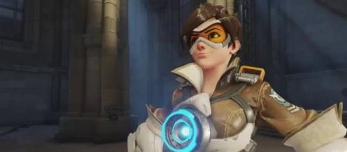 'Overwatch' hero Tracer. (image source: YouTube/overwatchtactics)