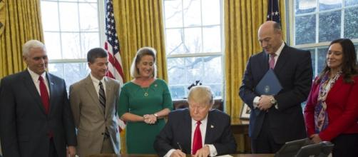 President signing Executive Order 13772