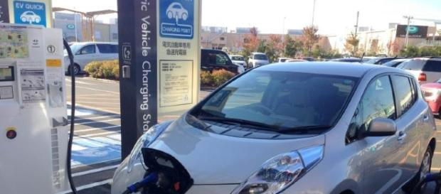Electric car at EV charging point. - Image Credit: Creative Commons