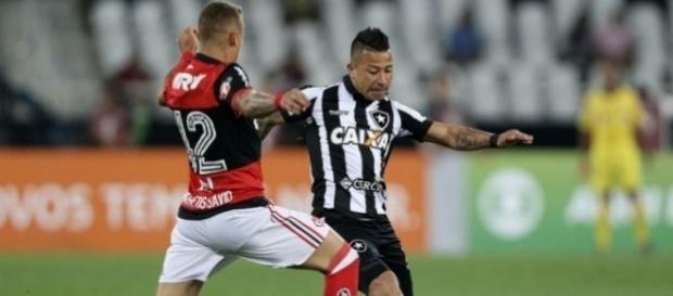Léo Valencia - Atuando contra o Flamegno