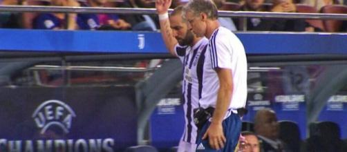 Barcellona-Juventus: dito medio di Higuain. Ora l'attaccante rischia una squalifica