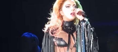 Lady Gaga - Scheiße - Fenway Park, Boston MA - September 1, 2017 | Concert Chick/YouTube