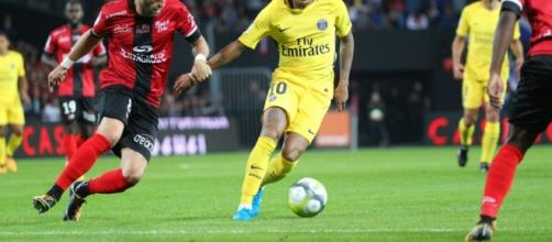 Neymar virevoltant face à Guingamp