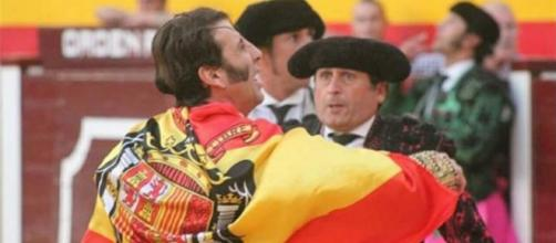 Padilla desata la polémica tras lucir una bandera franquista en ... - marca.com