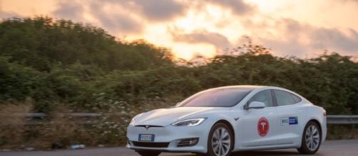 Un team italiano ha percorso 1000 chilometri su una Tesla senza ... - wired.it