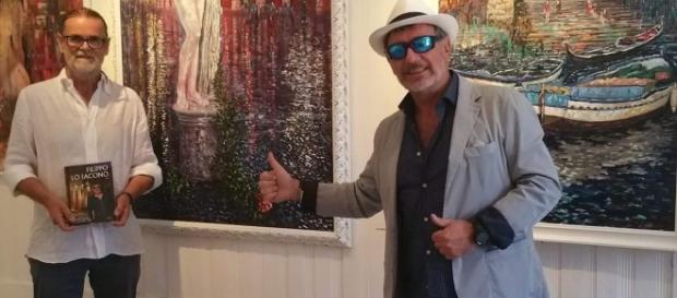 Filippo Lo Iacono sorridente alla Biennale di Venezia