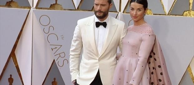 Jamie Dornan and Amelia Warner. [Image via YouTube/MaximoTV]