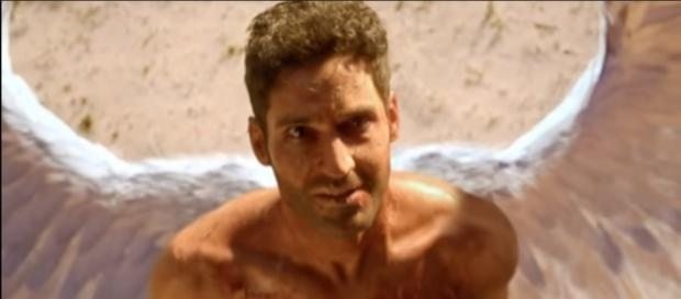 "Lucifer wakes up in the desert in the opening scene of ""Lucifer"" Season 3. (Photo:YouTube/Series Trailer MP)"