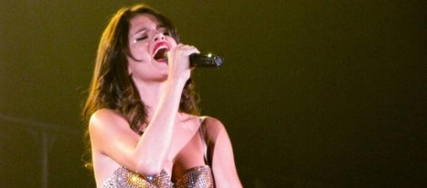Selena Gomez in one of her concerts. (Image by Jennifer Sembrano/Wikimedia Commons)