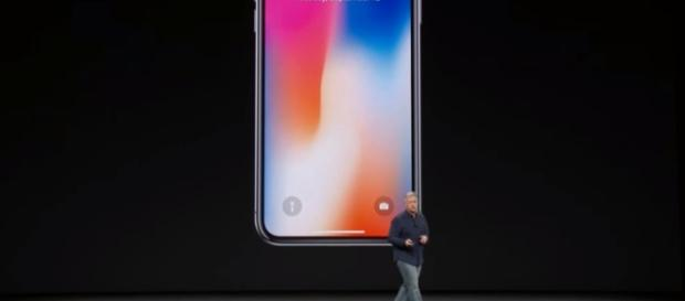 The unveiling of the Apple- iPhone X : Image via Youtube (iGadgetpro)