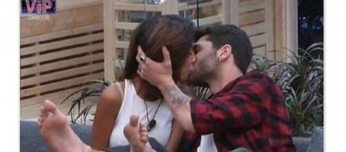 Bacio tra Carla Cruz e Jeremias Rodriguez
