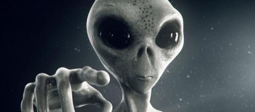 Entre as principais funções de ser um protetor planetário está a de prevenir a Terra contra contaminações de aliens
