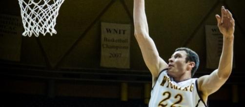 Larry Nance Jr. averaged 7.1 points and 5.9 rebounds in 22.9 minutes per game last season -- Mike Purgatori via WikiCommons