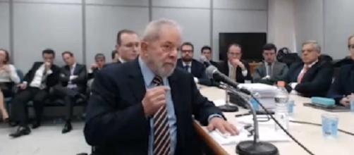 Lula depõe para o juiz Sérgio Moro, em sessão que durou quase 2h (Foto: Captura de vídeo)
