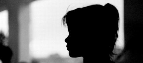 Menina foi abusada repetidas vezes pelo próprio irmão