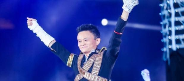 El multimillonario bailó al ritmo de Belly Jean y Dangerous en la cena anual de Alibaba