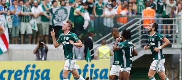 jogadores do palmeiras após gol do titulo brasileiro