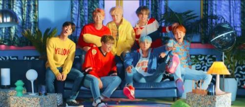 "BTS MV ""DNA""/ Youtube.com/ibighit"