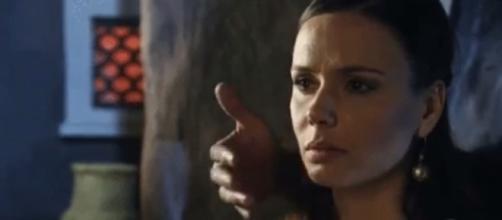 Dana é atacada por um estranho na novela (Foto: Reprodução/Record TV)