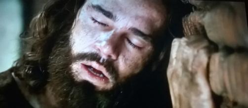 Joaquim sofre na prisão (Foto: Reprodução/RecordTV)