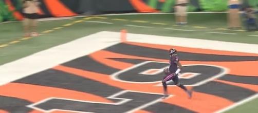 Rookie Quarterback DeShaun Watson scored a 49-yard rushing touchdown to help his team defeat Cincinnati. [Image via NFL/YouTube]