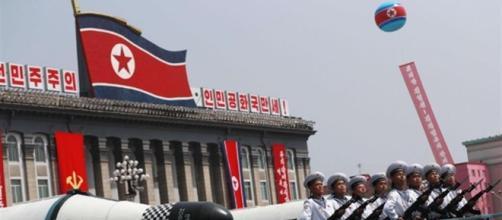 Kim mostra i missili in parata, ma non testa l'atomica. Per ora - avvenire.it