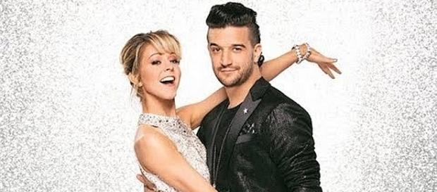 """Mark Ballas and Lindsey Stirling dance together on """"Dancing with the Stars"""" [Image: Celebrities News/YouTube screenshot]"""