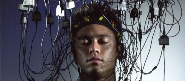 Neuroscientists connect human brain to the internet. Photo by Glogger via Wikipedia Commons.