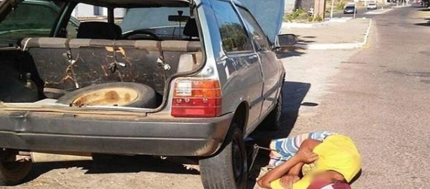 Tentou trocar o pneu, mas dormiu!