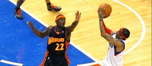 Anthony Morrow contesting Allen Iverson's shot © https://www.flickr.com/photos/kevinwburkett/