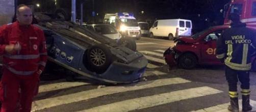 Incidente in via Palestrina, auto della polizia si ribalta: tre feriti - milanotoday.it