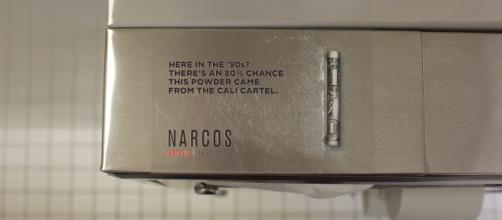 Narcos: Une pub dans les toilettes de night-club-piewee.net