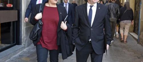 Puigdemont da 48 horas a los alcaldes para que cedan locales y ... - republica.com