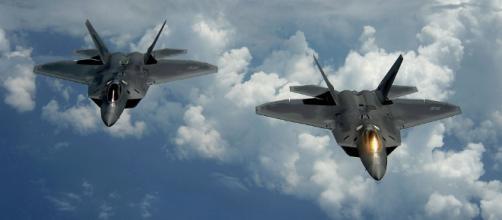 Siria: aerei F-22 americani perdono rivestimento stealth - Sputnik ... - sputniknews.com