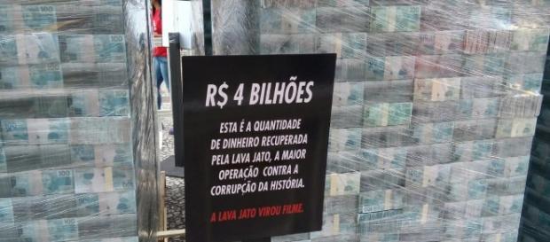 Dinheiro fictício recuperado pela Lava Jato em exposição em Curitiba
