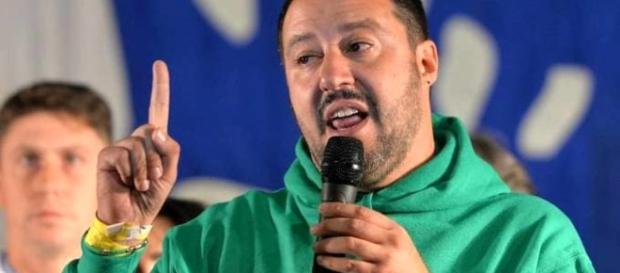 """Salvini cambia il simbolo della Lega e rilancia: """"In pensione a 60 ... - today.it"""