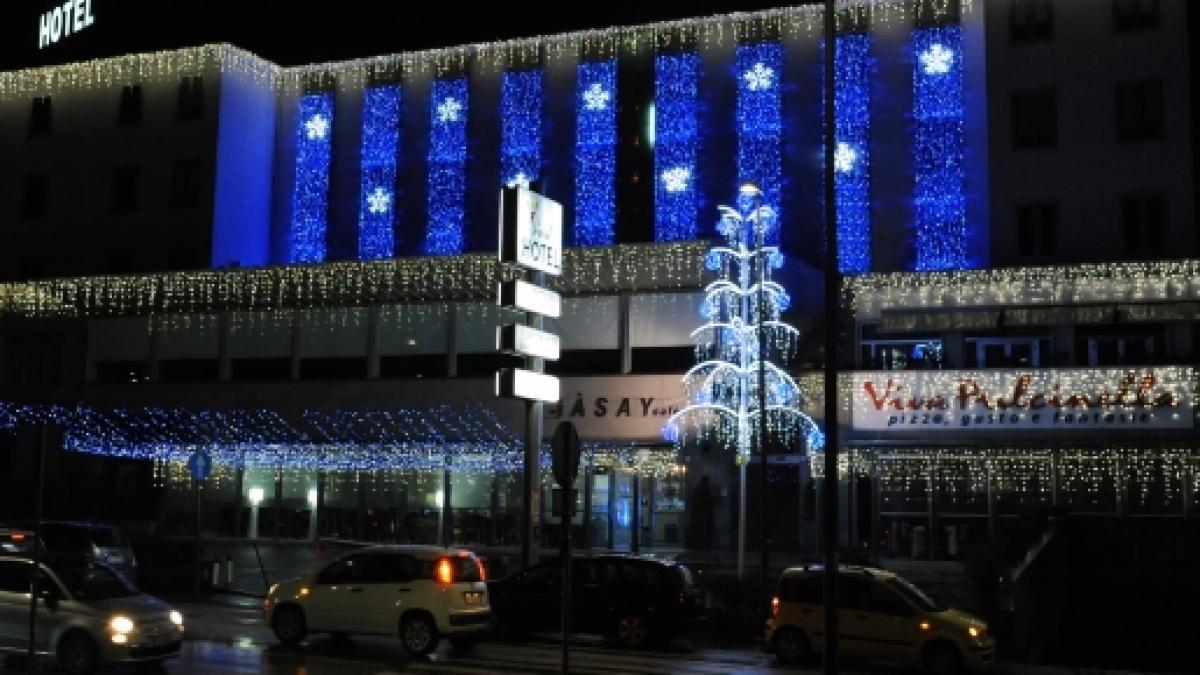 Illuminazione Esterna Natalizia : La scelta ideale per le luminarie natalizie dei centri commerciali