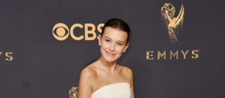 Millie Bobby Brown, elegante y sofisticada anoche en la gala de los Emmy. Foto: Getty Images.