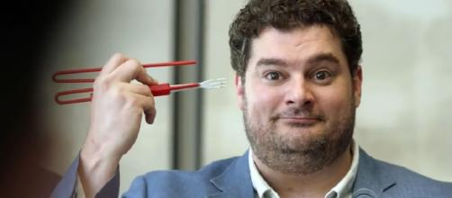 Bobby Moynihan in Me, Myself & I trailer (Source: TV PROMO 360 via YouTube)