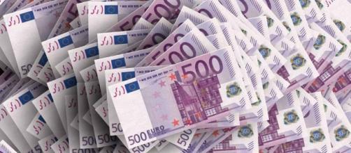 La Policía de Ginebra ha recuperado decenas de billetes de los inodoros del banco y restaurantes (LaMancha.es)