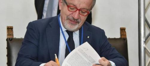 Maroni firma il decreto: il 22 ottobre referendum per l'autonomia ... - lastampa.it